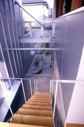 階段よりエントランスホールの見下ろし